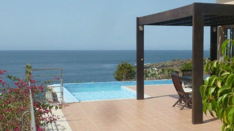 infinity pool villa halcycon